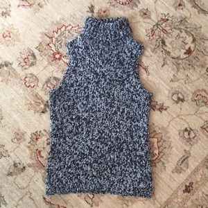 Ladies Sleeveless turtleneck knit sweater M